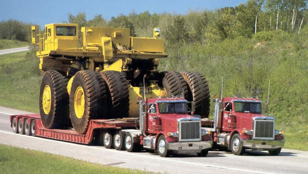 les bahuts américain Two-trucks-for-oversize-load.9670252